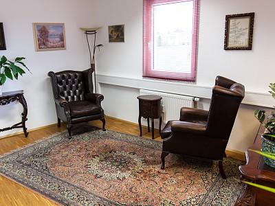 Zuhörzimmer mit Sessel